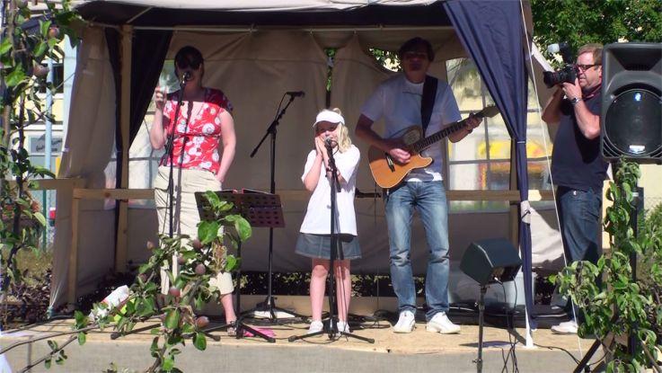 Familjen von Schantz upptråder på visfestivalen i Tomelilla